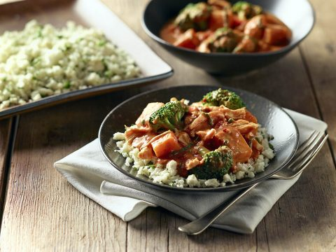 Slow-cooker panang curry with chicken cauliflower rice. (American Heart Association)