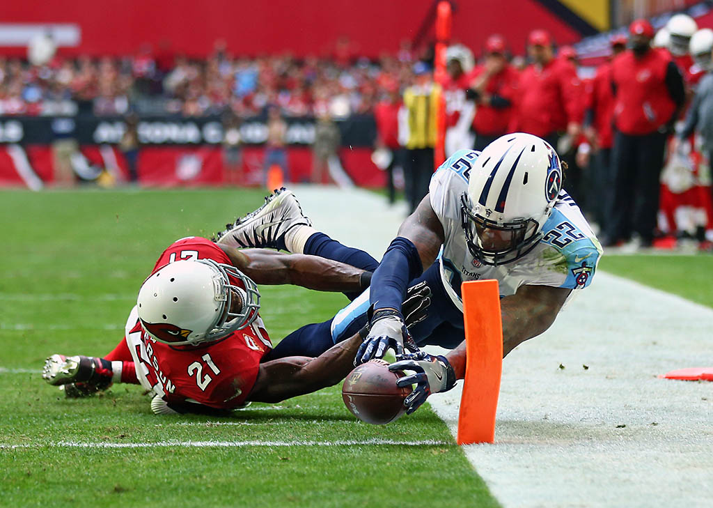 ennessee Titans running back Derrick Henry (22) dives into the end zone to score a touchdown against Arizona Cardinals cornerback Patrick Peterson (21) in the second quarter at University of Phoenix Stadium. (Mark J. Rebilas-USA TODAY Sports)