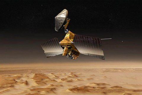 Artist concept of Mars Reconnaissance Orbiter. (NASA/JPL)