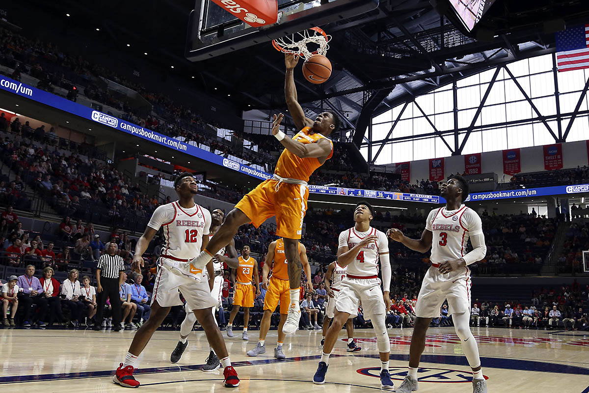 Tennessee Volunteers forward Admiral Schofield (5) dunks the ball during the first half against the Mississippi Rebels at The Pavilion at Ole Miss. (Spruce Derden-USA TODAY Sports)