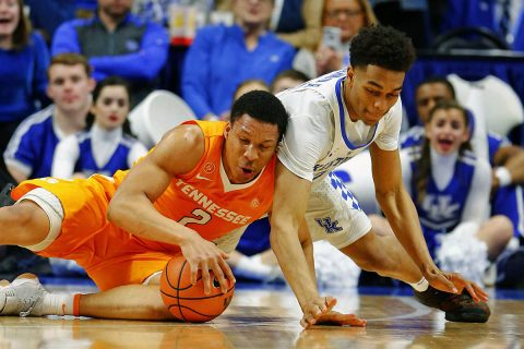 Tennessee Volunteers forward Grant Williams (2) and Kentucky Wildcats forward PJ Washington (25) dive for a loose ball in the first half at Rupp Arena. (Mark Zerof-USA TODAY Sports)