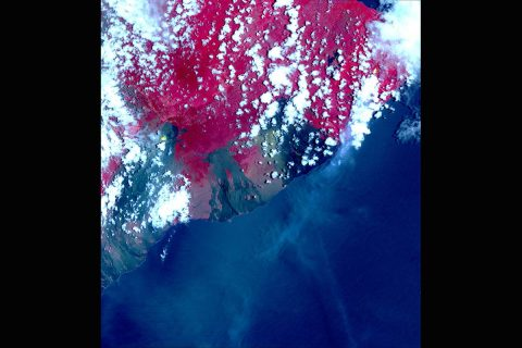 ASTER image acquired May 6 picks up hotspots on the thermal infrared bands – shown in yellow. These hotspots are newly formed fissures and lava flows. (NASA/METI/AIST/Japan Space Systems, and U.S./Japan ASTER Science Team)