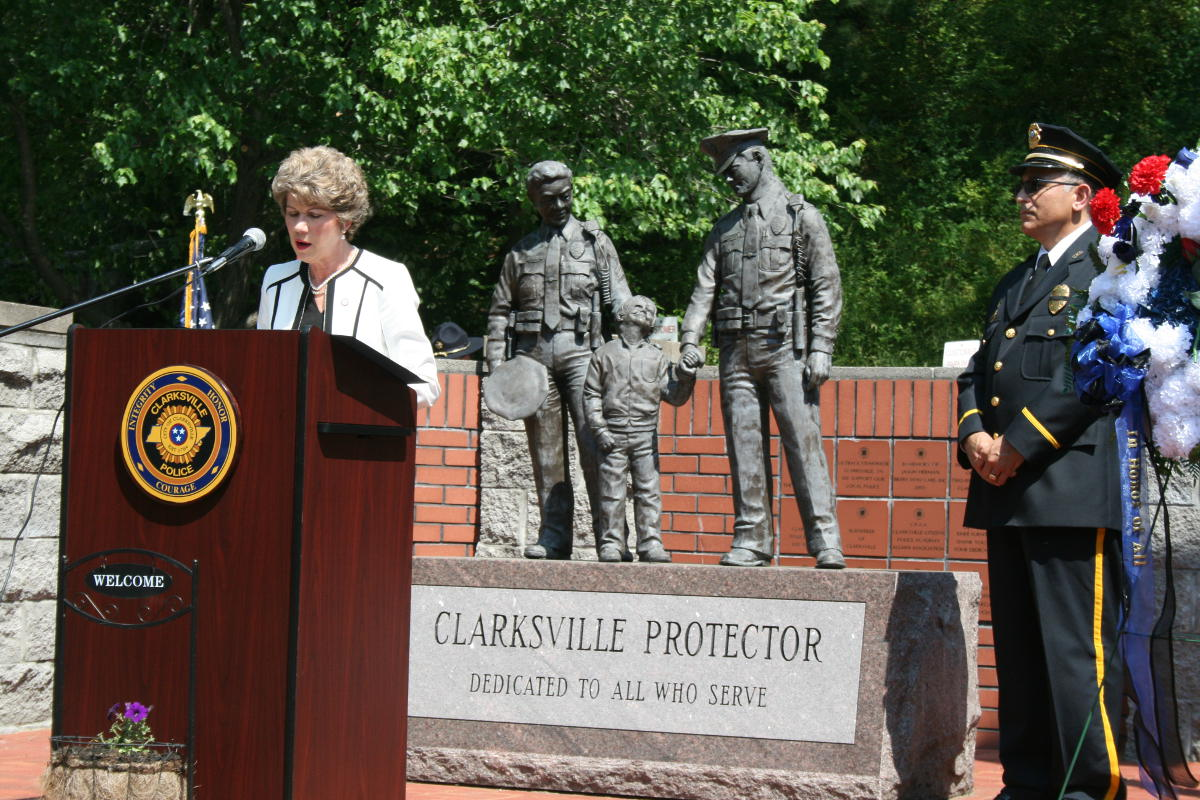 Clarksville Leaders Gather To Honor The Fallen