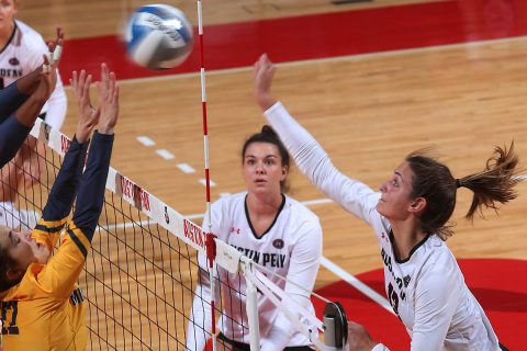 Austin Peay Women's Volleyball racks up 14 blocks in win over Murray State at the Dunn Center Tuesday night. (APSU Sports Information)