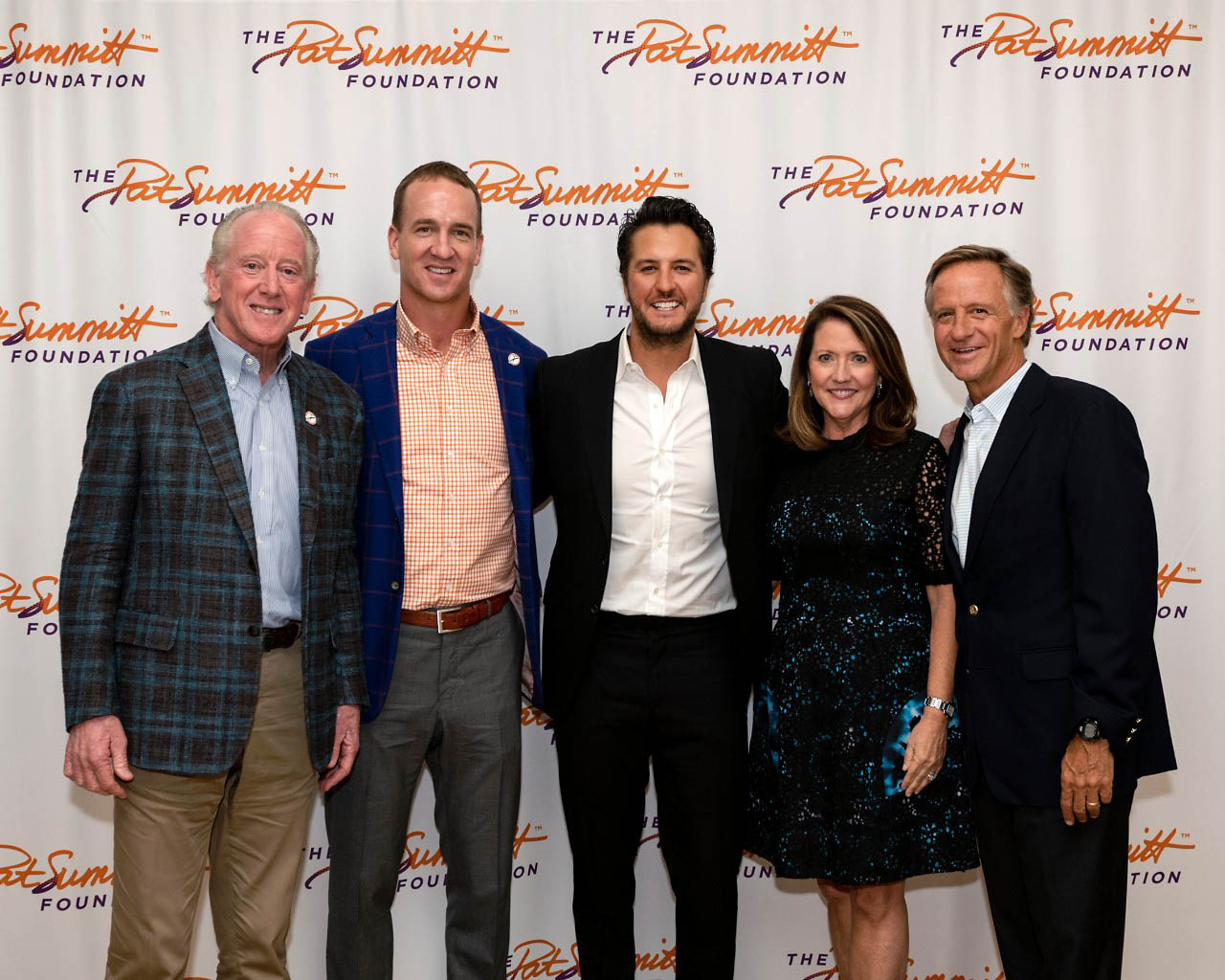 Private event at the Tennessee Residence raises funds to support fight against Alzheimer's disease. (L to R) Archie Manning, Peyton Manning, Luke Bryan, Tennessee Governor Bill Haslam and First Lady Crissy Haslam.