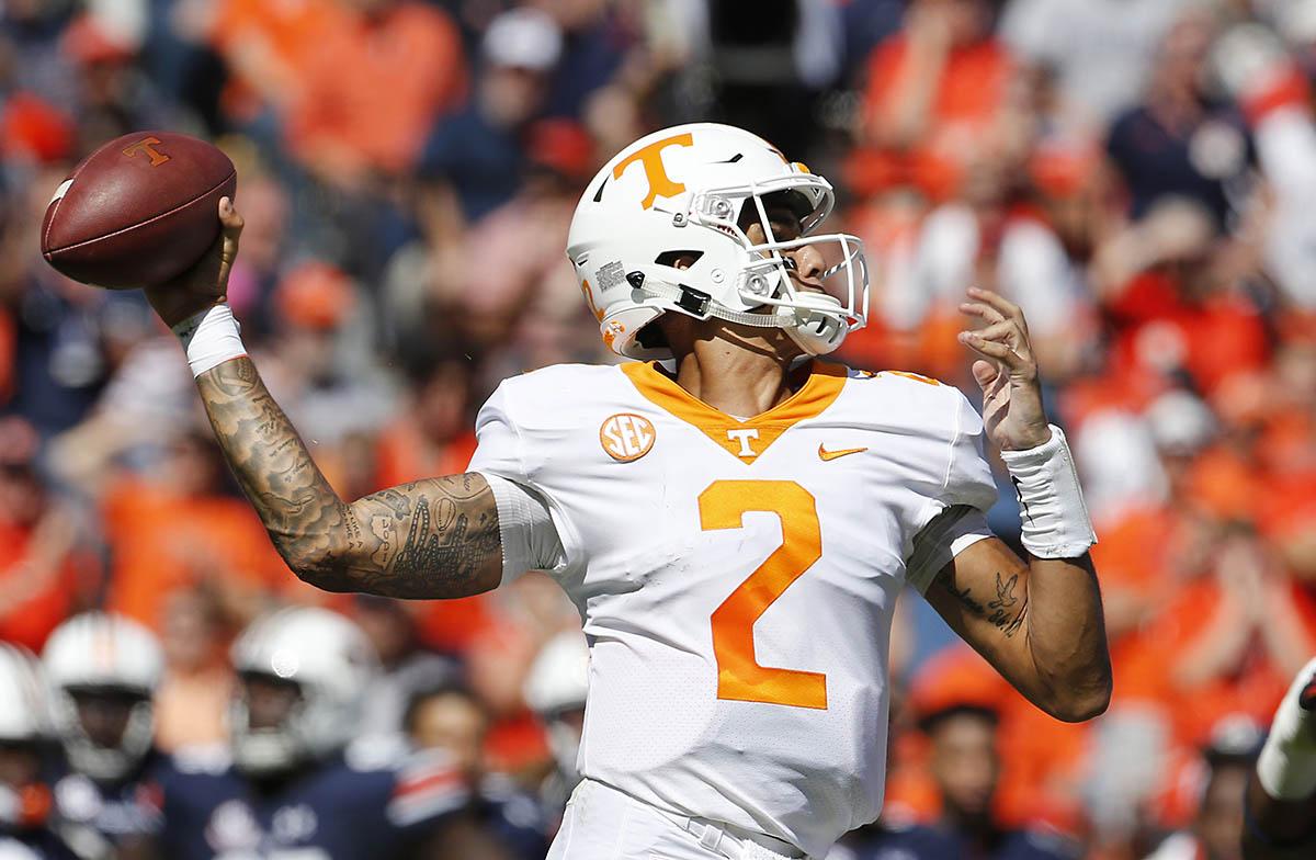 Tennessee Volunteers quarterback Jarrett Guarantano (2) throws a pass against the Auburn Tigers during the second quarter at Jordan-Hare Stadium. (John Reed-USA TODAY Sports)