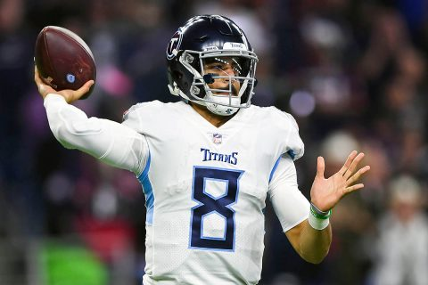 Tennessee Titans quarterback Marcus Mariota (8) looks to pass during the fourth quarter against the Houston Texans at NRG Stadium. (Shanna Lockwood-USA TODAY Sports)