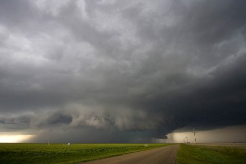"""An """"anvil"""" storm cloud in the Midwestern United States. (UCAR)"""