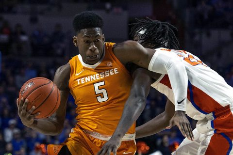Tennessee Volunteers guard Admiral Schofield (5) drives for the basket as Florida Gators forward Dontay Bassett (21) defends during the first half at Exactech Arena. (Douglas DeFelice-USA TODAY Sports)