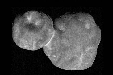 The most detailed images of Ultima Thule -- obtained just minutes before the spacecraft's closest approach at 12:33am EST on January 1st -- have a resolution of about 110 feet (33 meters) per pixel. (NASA/Johns Hopkins Applied Physics Laboratory/Southwest Research Institute, National Optical Astronomy Observatory)
