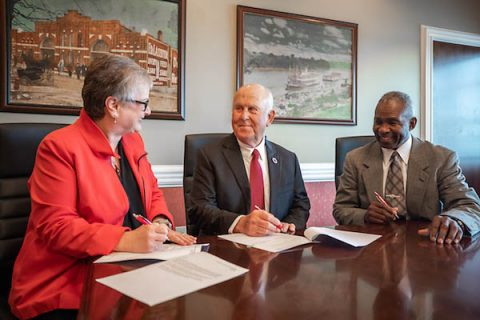 Austin Peay President Alisa White, Billy Atkins and APSU Vice President Ronald Bailey sign paperwork to create the new scholarship. (APSU)