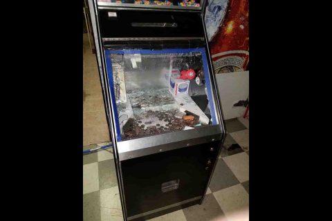 A game machine was broken into.