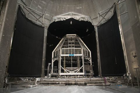 The Heat Flux System stands ready in the Space Environments Complex thermal vacuum chamber ahead of Artemis I testing at NASA's Plum Brook Station. (NASA)