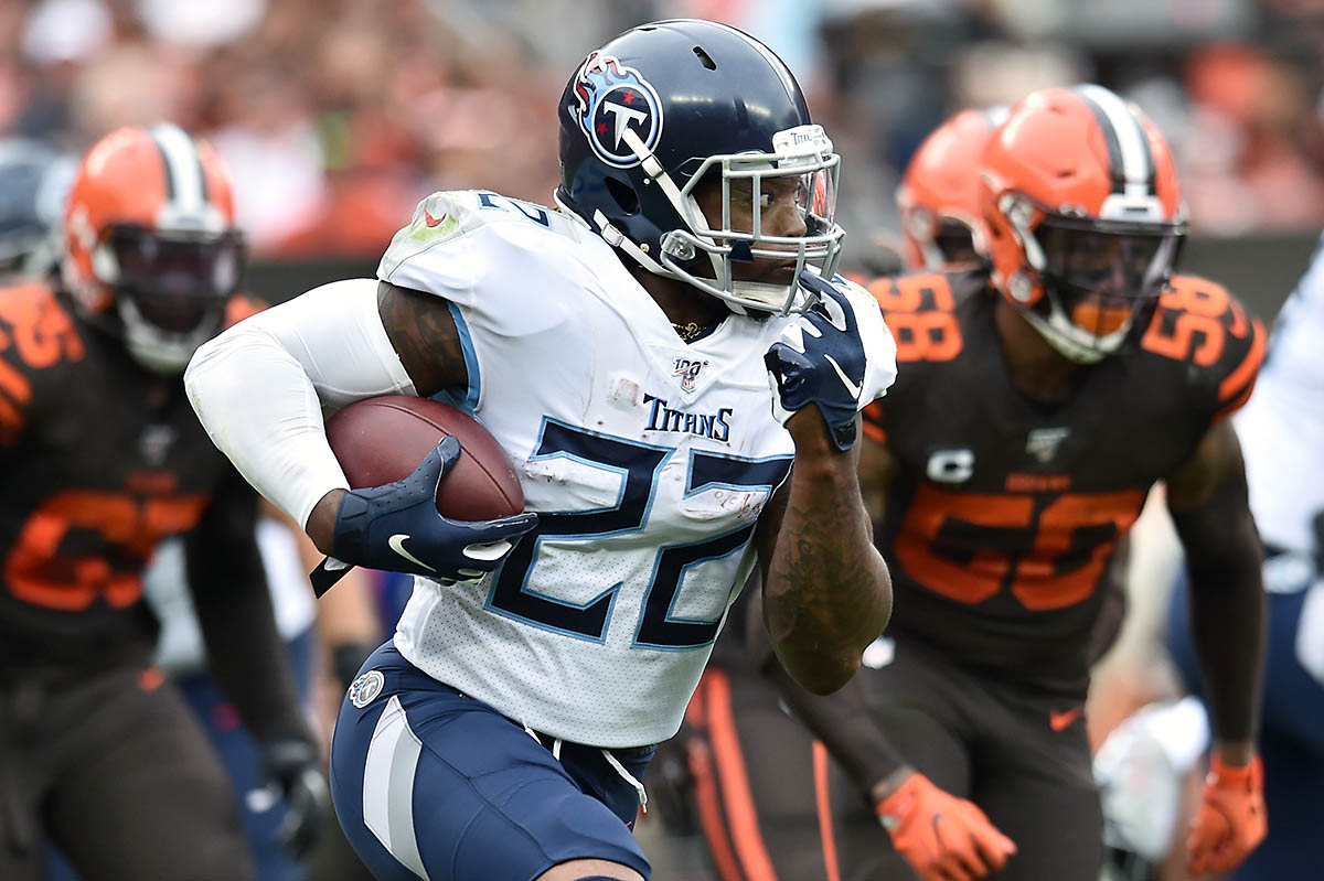 Tennessee Titans running back Derrick Henry (22) runs with the ball during the first half against the Cleveland Browns at FirstEnergy Stadium. (Ken Blaze-USA TODAY Sports)