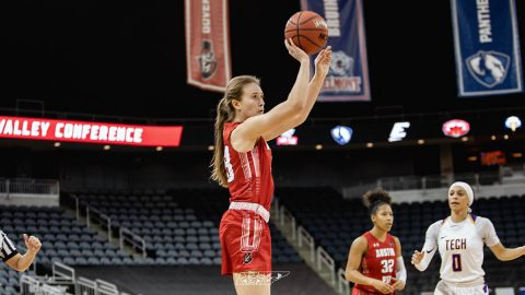 Austin Peay Women's Basketball freshman Maggie Knowles scores 25 points in win over Evansville Thursday night. (APSU Sports Information)