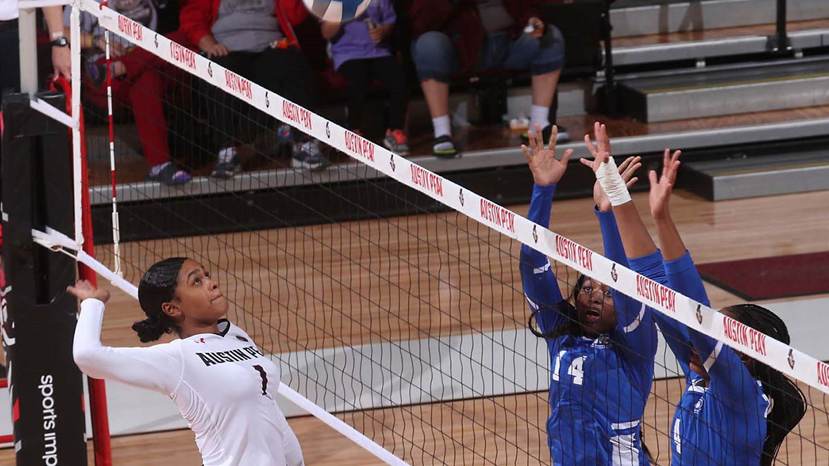 Austin Peay State University Volleyball sophomore Aysha Hood had eight blocks in loss to Murray State, Wednesday. (APSU Sports Information)