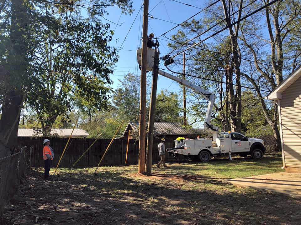 CDE Lightband and Davis H. Elliot Company, Inc repairing fiber lines.