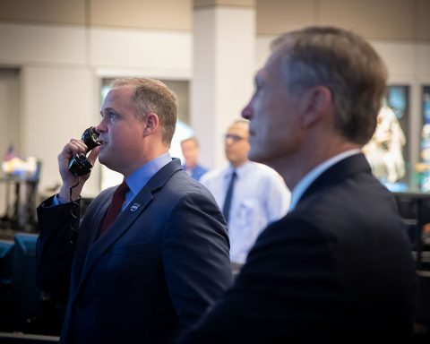 NASA Administrator Jim Bridenstine talks to Astronauts Doug Hurley and Bob Behnken after their arrival to station. (NASA / Bill Stafford)