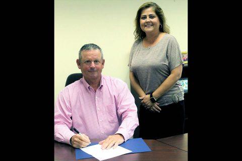 Montgomery County Mayor Jim Durrett and Interim Circuit Court Clerk Wendy Davis.