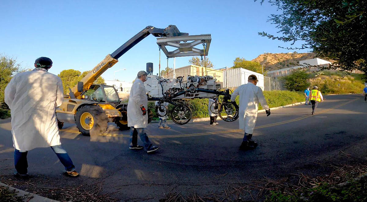 Technicians move an engineering version of the Perseverance Mars rover into to its new home in the Mars Yard, part of NASA's Jet Propulsion Laboratory in Southern California. (NASA/JPL-Caltech)