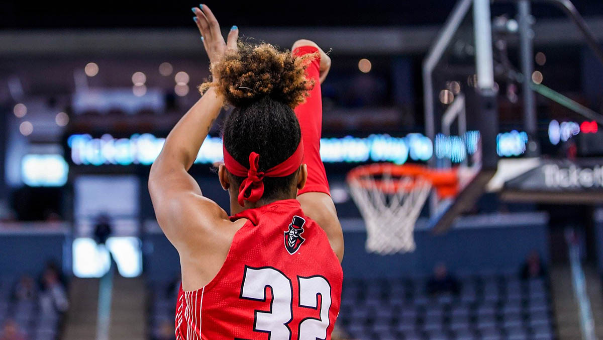 Austin Peay State University Women's Basketball gets season opening win over North Alabama Lions. (APSU Sports Information)