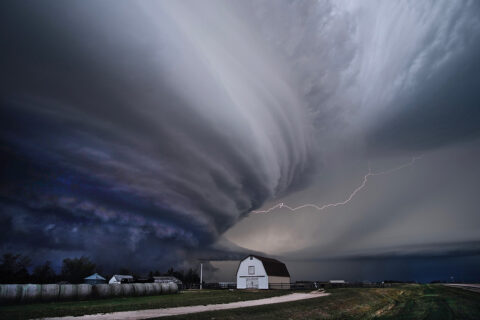 Fleets of miniature satellites like RainCube could one day study the rapid development and evolution of storms like this supercell thunderstorm over Nebraska. (Mike Coniglio/NOAA NSSL)