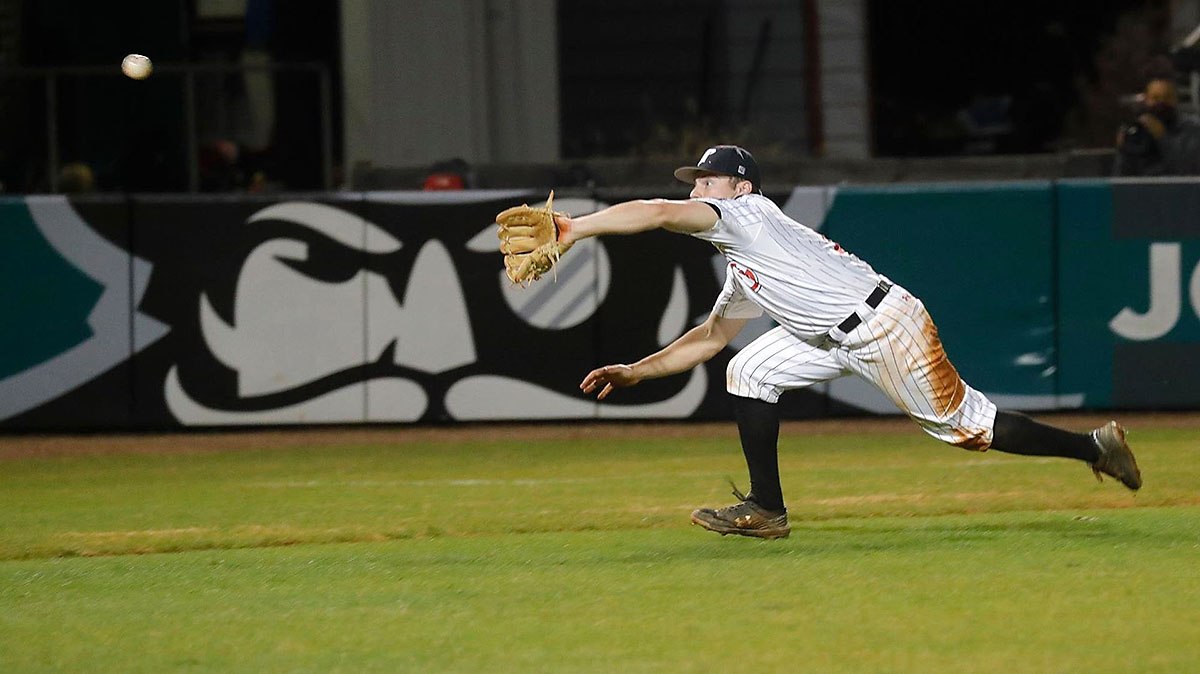 Austin Peay State University Baseball unable to capitolize on bases loaded in the ninth Tuesday night against Middle Tennessee. (APSU Sports Information)