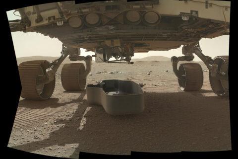 NASA's Mars Perseverance Rover Drops its Debris Shield. (NASA/JPL-Caltech/MSSS)