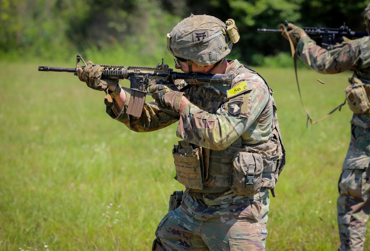 101st Airborne Division held a Best Air Assault Competition at Fort Campbell as part of the Week of the Eagles. (Staff Sgt. Michael Eaddy)