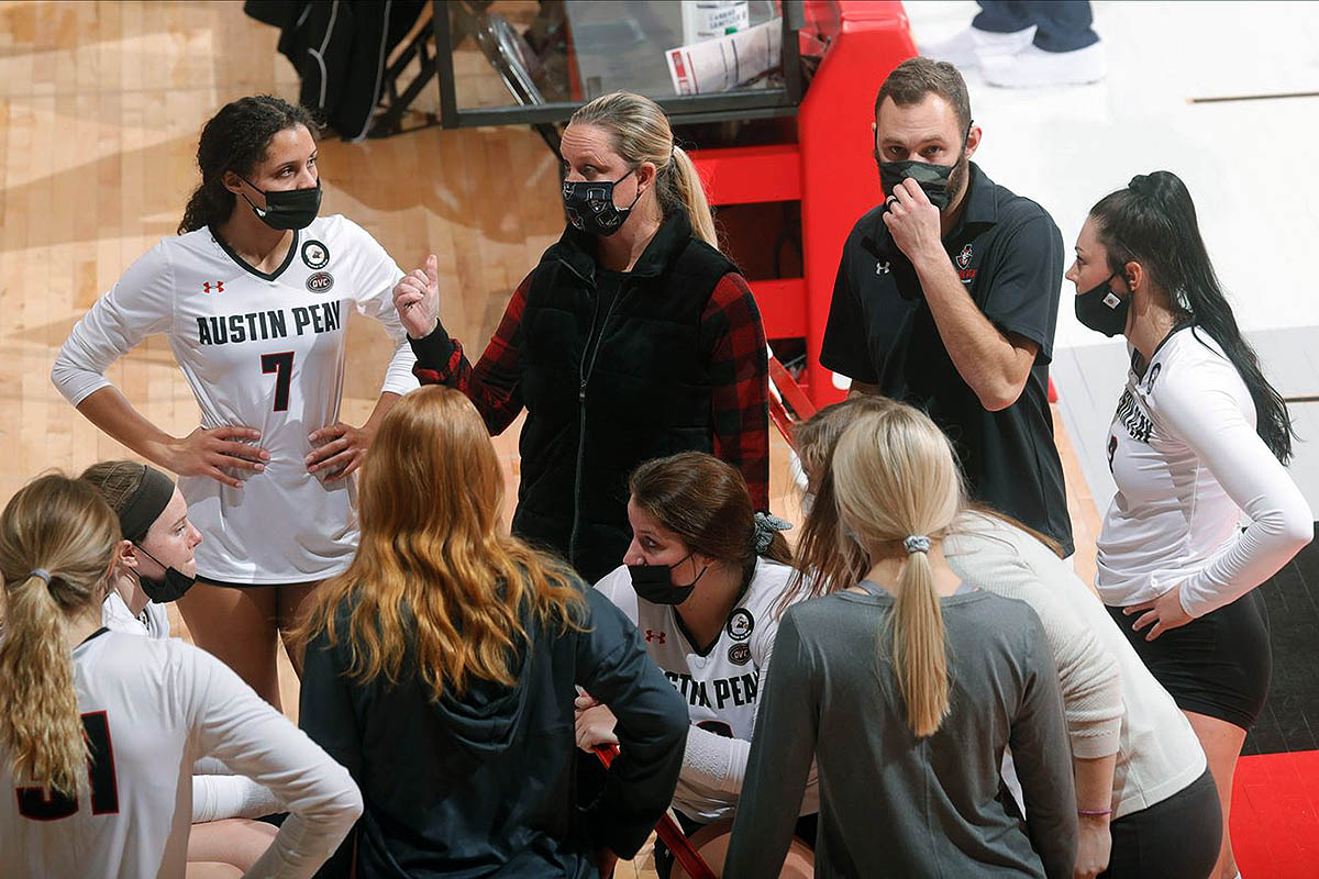 Austin Peay State University Women's Volleyball wraps pre-OVC slate at Western Kentucky. (Robert Smith, APSU Sports Information)