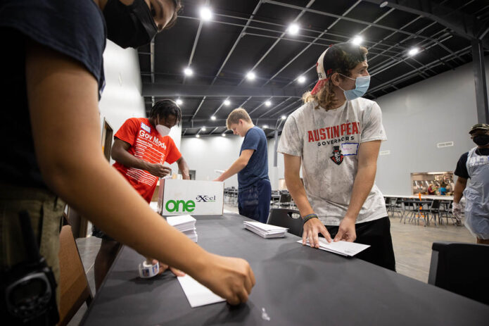 Austin Peay State University Freshman take part in Freshman Service Project to aid nonprofits. (APSU)