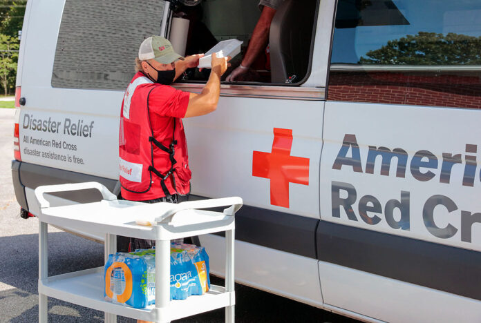 American Red Cross volunteers Duane and Fran Boyce deliver lunches prepared by the Southern Baptist Kitchen to the Red Cross Shelter worker Pat O'Malley, for distribution to shelter residents, following catastrophic flooding of Waverly TN. (Virginia Hart, American Red Cross)